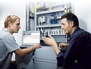 Siemens Plc eğitimi alan mühendisler